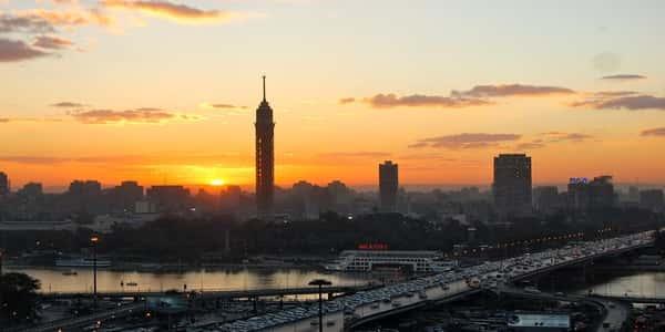 برج القاهرة يقف شاهدا على التاريخ الحديث