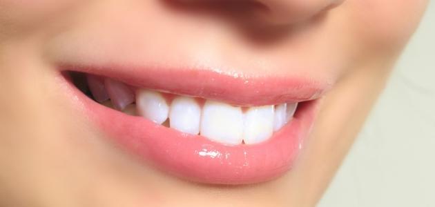 Photo of أفضل الطرق الطبيعية لتبييض الأسنان في المنزل