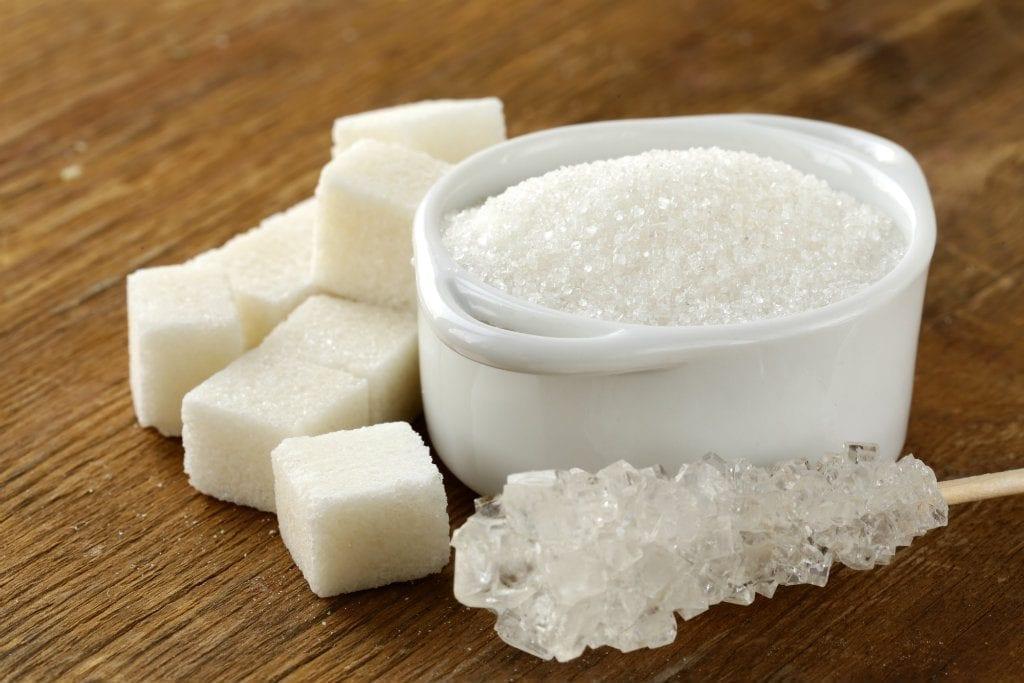 أضرار تناول السكر بكثرة.. ولماذا يجب علينا القضاء عليه من نظامنا الغذائي؟
