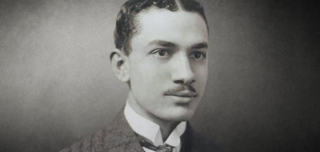 شاعر و طبيب مصرى