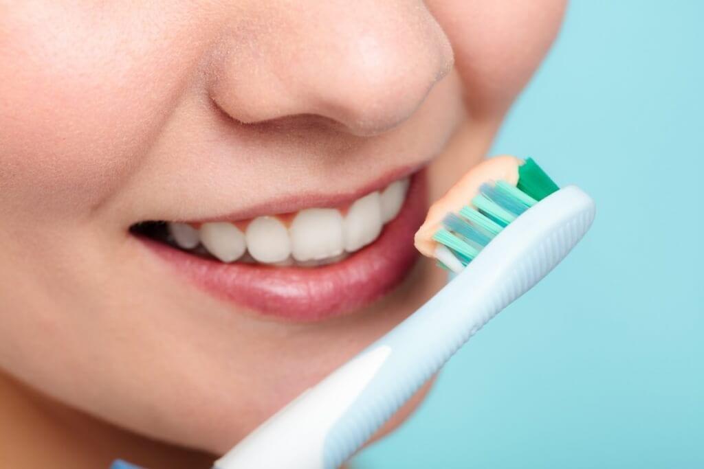 صورة تنظيف الاسنان بطريقة رائعة