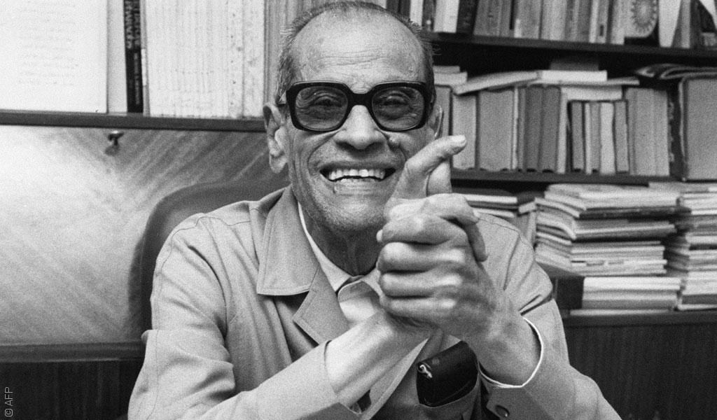 كاتب روائي مصرى عالمى