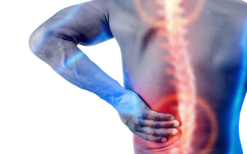 """صورة علامات الإصابة بـ"""" الانزلاق الغضروفي """" وأساليب العلاج"""
