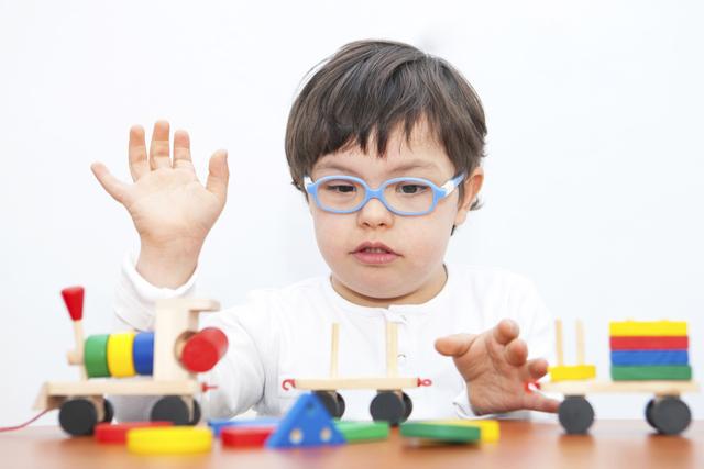 صورة تعرف على أنواع الإعاقة وطرق التعامل معها