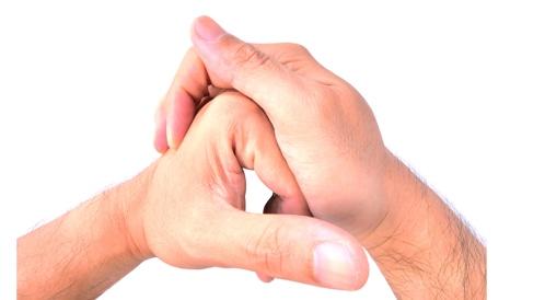 Photo of كيف تحدث فرقعة الأصابع وحقيقة خطورتها على المفاصل