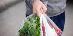 أضرار استخدام الأكياس البلاستيك في حفظ وتخزين الأطعمة