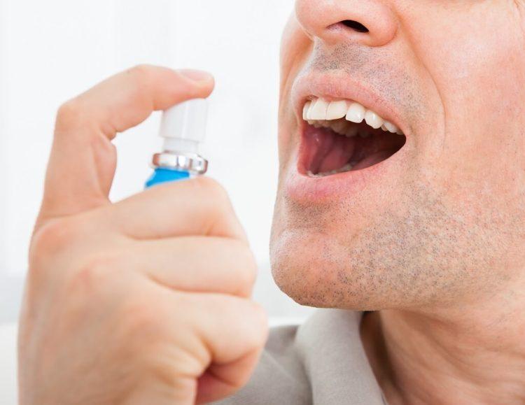 طرق للتخلص من رائحة الفم الكريهة