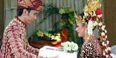 أهمها الفئران وجر العروس من شعرها.. أغرب طرق الزواج حول العالم