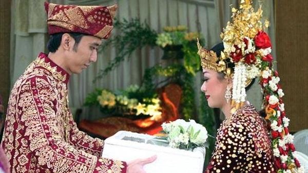 صورة أهمها الفئران وجر العروس من شعرها.. أغرب طرق الزواج حول العالم
