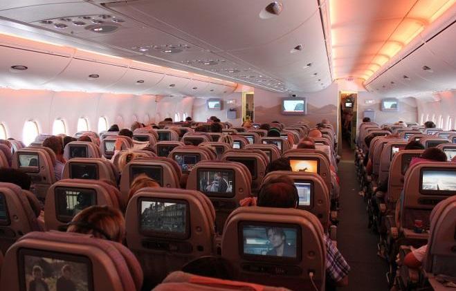 صورة لتجنب الإصابة بالدوار.. كيف تختار المقعد المناسب لك على متن الطائرة