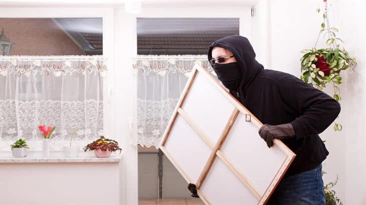 تفسير حلم حرامى يحاول دخول البيت