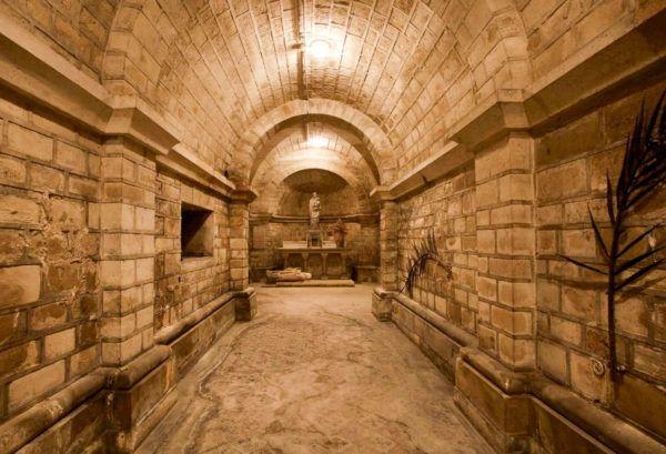 هل يوجد مقابر فرعونية في ارض طينية وما هي علامات المقابر الفرعونية