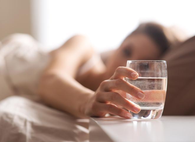 فوائد الماء قبل النوم للرجيم | أفضل الأوقات لشرب الماء للرجيم