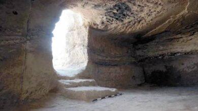 صورة الكشف عن أعماق المقابر الفرعونية في التربة الطينية