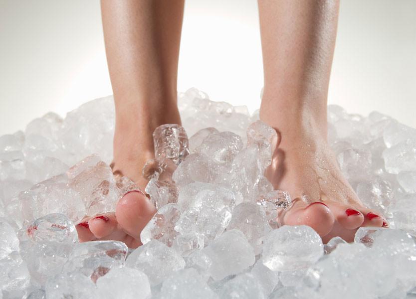 ماهي أسباب برودة القدمين | علاج برودة القدمين