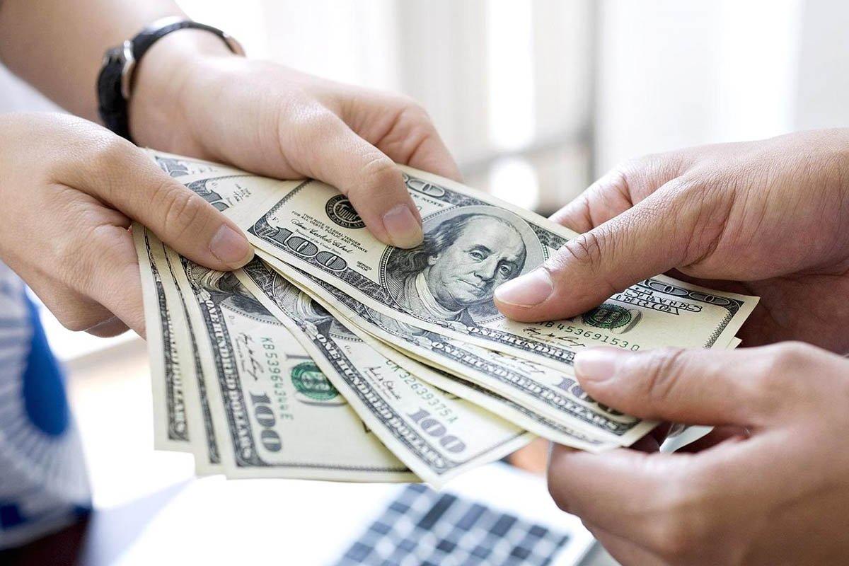 تفسير إعطاء الميت للحي نقود في المنام