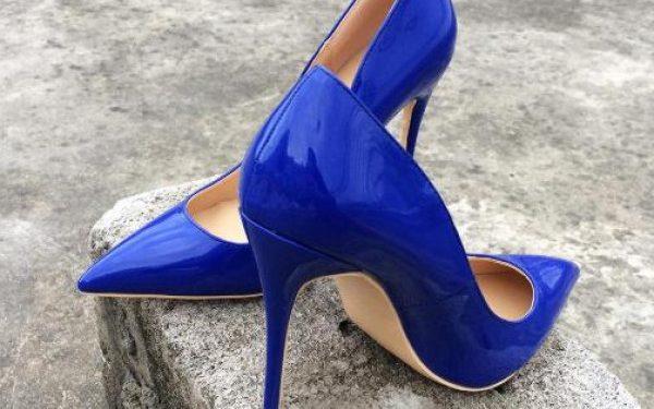 لبس الحذاء في المنام للعزباء والمتزوجة والحامل