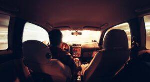 حلمت اني اقود سيارة وانا لا اعرف القيادة